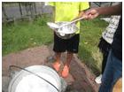 山形風芋煮酒を入れる